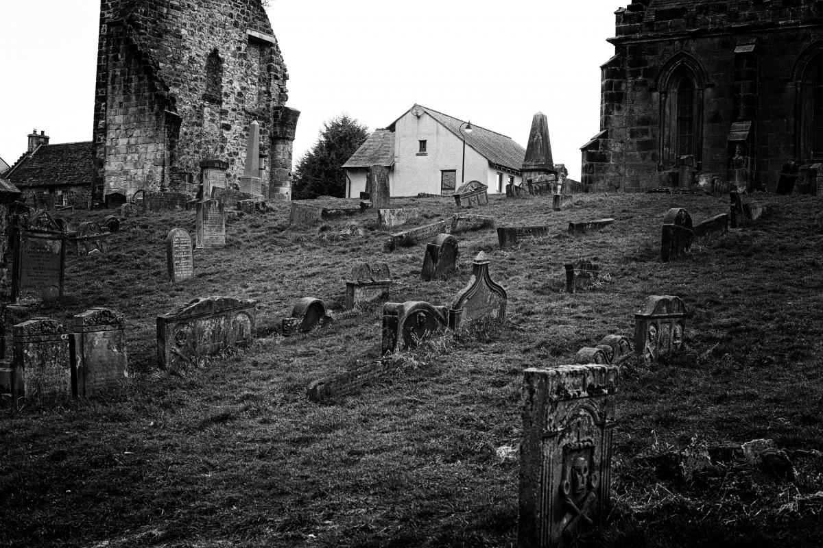 Greenside Cemetery and Alloa Old Kirkyard in Alloa, Clackmannanshire - Photo by Jimmy Peggie