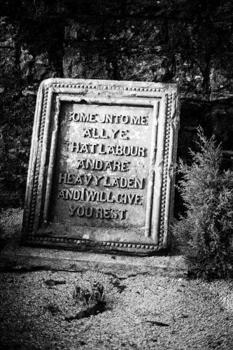 Houston & Killellan Kirk Graveyard, Scotland.  Photo by Jimmy Peggie